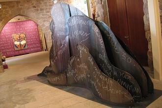 Carme Solé-Vendrell cedeix una escultura al Museu Etnogràfic