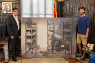 Joan Mateu dóna un quadre al Museu d'Història de Girona