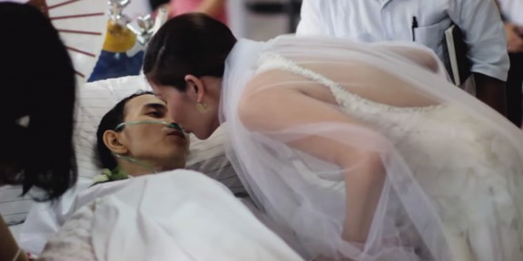 Es va casar amb l'amor de la seva vida 10 hores abans de la seva mort [VÍDEO]