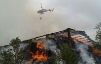 Vés a: 700 veïns desallotjats de matinada per l'incendi d'Andratx