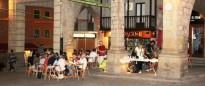 El sopar de Sant Serapi reuneix uns 80 veins i veïnes a la Plaça Major
