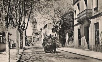 Carro traginant farratge pel carrer de Sant Joan de Matadepera (c. 1960) / Foto: Rafel Comes