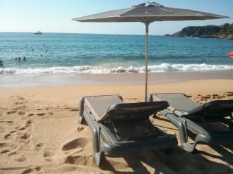 Vés a: Denuncien l'ús privatiu de les platges de Sant Pol a S'Agaró