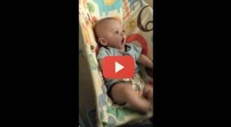 Per què es torna tan boig aquest bebè? [VÍDEO]