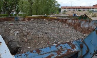 Vés a: Navarcles tanca la tina però deixa la terra contaminada