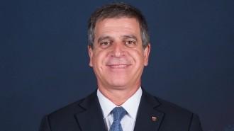 El vicepresident del Barça, sorprès perquè els periodistes li pregunten en una roda de premsa