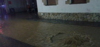 La tempesta aterra murs i arrossega dos vehicles al Baix Penedès
