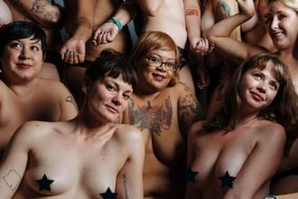 96 dones normals es fotografien despullades per demostrar que no totes són com les dels anuncis [FOTOS]