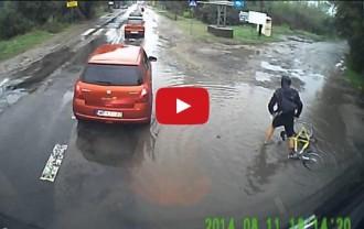 Què li passa aquest ciclista? [VÍDEO]