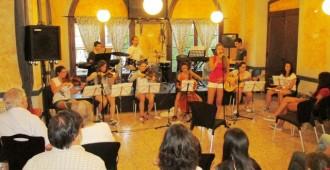 El Grup d'Improvisació del Conservatori de Cervera toca al Bar El Casal
