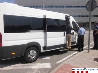 Denunciats 23 busos i 11 taxis per operar irregularment a l'aeroport de Girona