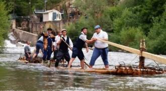 Els raiers de la Pobla de Segur, a la Festa del Riu de Móra d'Ebre