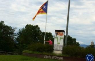 Vés a: La Guardia Civil vol que s'aclareixi el cas de l'estelada robada a Vilobí d'Onyar