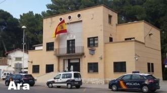 La Policia Nacional de Tortosa llueix nova «rojigualda»