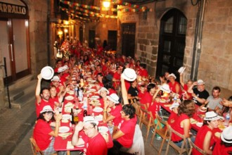 120 persones al sopar a la fresca del 50 aniversari del Bar Castell