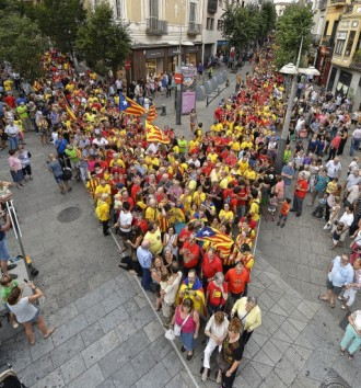 Vés a: Unes 4.000 persones participen a l'assaig de la V de Mataró