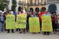 Una trentena de persones a Girona en defensa del 9-N