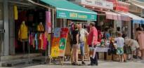 Els comerços de Calafell liquiden els productes d'estiu al Mercat d'Estocs