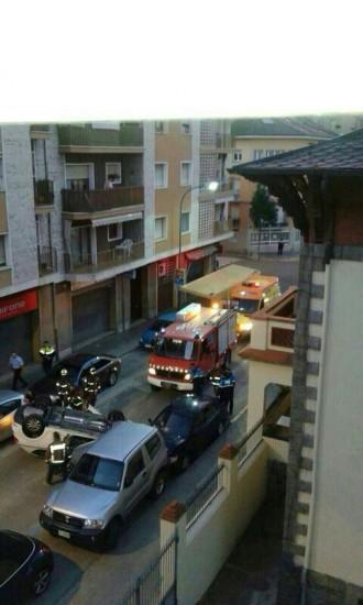 Espectacular accident en un carrer cèntric de la Seu d'Urgell