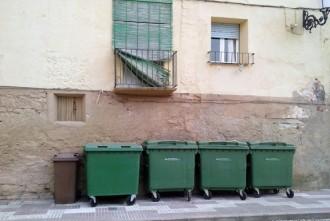 Els contenidors davall del balcó