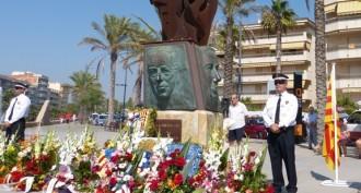 Calafell fa l'ofrena floral al monument als Presidents de la Generalitat