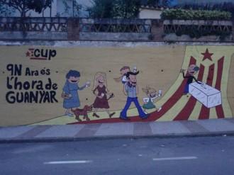 La CUP de Sant Celoni pinta un mural amb el lema '9-N Ara és l'hora'