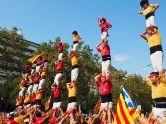Els pilars de Bordegassos i Nens fent la senyera, al The Guardian