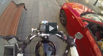 Una motorista contra els conductors incívics arrasa a Youtube