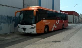Roben el gasoil d'un bus de transport escolar al polígon Molí d'En Serra