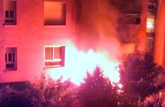 Desallotjat un edifici de deu pisos a Sant Adrià de Besòs per un incendi