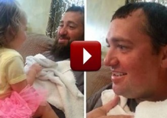 La reacció d'una nena quan el seu pare es talla la barba [VÍDEO]
