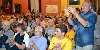El ple de Manresa esclata al crit d'«independència» després del suport al 9-N