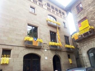 L'Ajuntament de Solsona es vesteix de groc per donar suport a la concentració d'avui