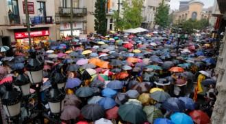 2.500 persones criden a Terrassa sota una pluja torrencial: «Volem votar»