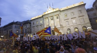 Vés a: Again hundreds of thousands of Catalan people in the streets to protest against the referendum ban
