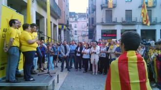 Milers d'ebrencs a les places per proclamar 'Volem votar'