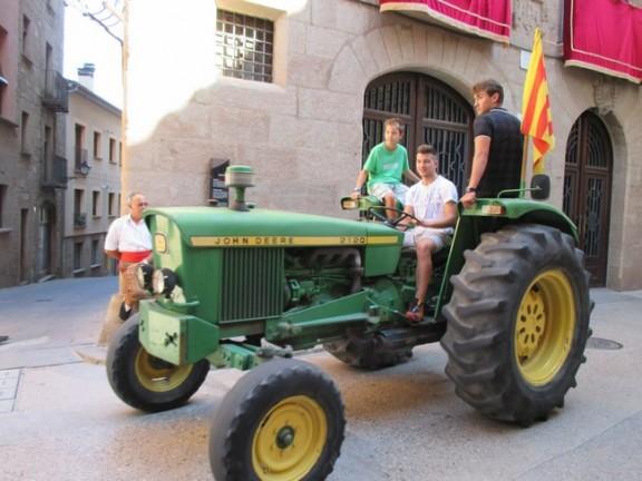 Uns 60 tractors desfilen per Solsona en una tractorada més independentista que mai