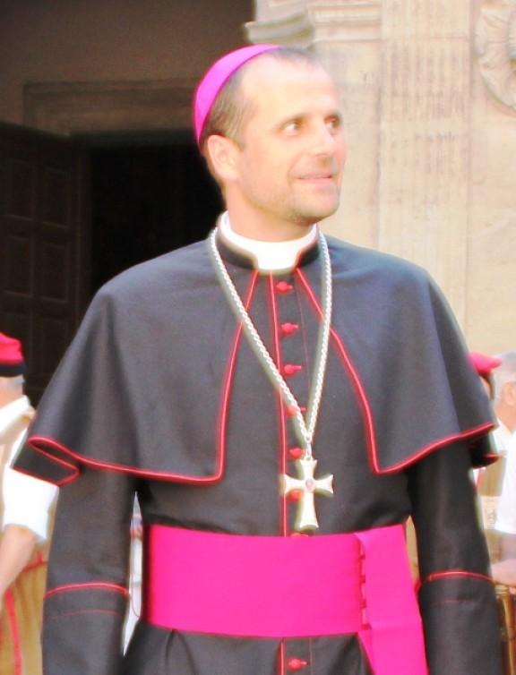 Enraizados acusa el bisbe de Solsona de «manipular» les paraules del Papa per donar suport al 9-N