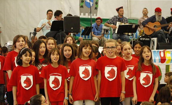 Els Randellaires no fallen a la cita amb la música tradicional i Sant Eudald
